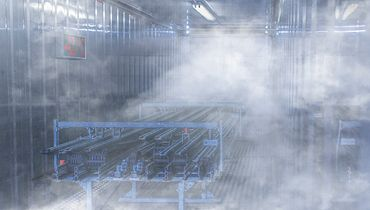 Cold chamber with energy chains