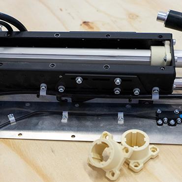 Gleitlager aus iglidur J2 wurden im print2mold Verfahren deutlich günstiger und schneller hergestellt als bei gewöhnlichem Spritzguss.