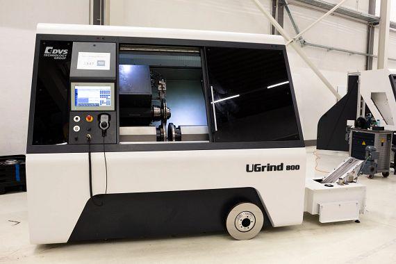 Die UGrind 800 DD der DVS Universal Grinding GmbH wird bereits von namhaften Bremsscheibenherstellern verwendet, um guss- oder hartstoffbeschichte und Carbonkeramik-Bremsscheiben zu schleifen.