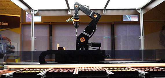 """""""ChocoMatic"""" die automatische Pralinenausgabe Roose Automation"""