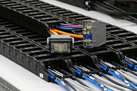 igus cable harnessing with HARTING