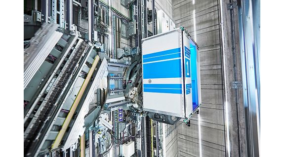 Penggeser cetakan 3D Thyssenkrupp MULTI dalam pengangkatan-tanpa tali