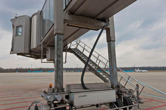 Passenger boarding bridge with zig-zag e-chain at the Cologne/Bonn airport