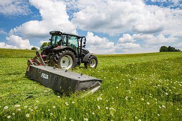 Maquinaria agrícola en el campo