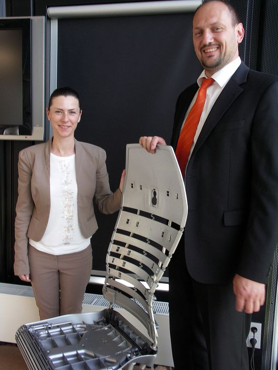 Corinna Graf (Nowy Styl) and Bernhard Hofstetter (igus) with the innovative design of Galileo the office chair